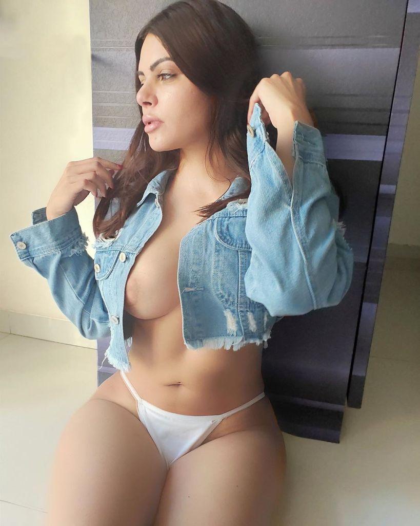 49+ Glamorous Photos of Sherlyn Chopra 29