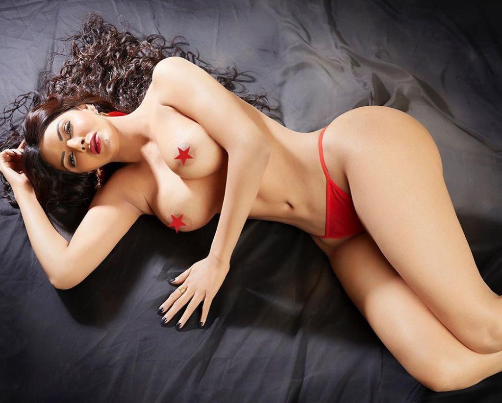 49+ Glamorous Photos of Sherlyn Chopra 32