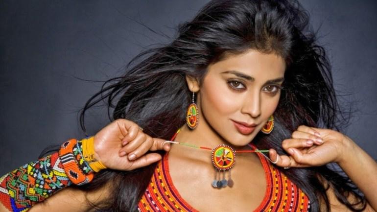 69+ Gorgeous Photos of Shriya Saran 27