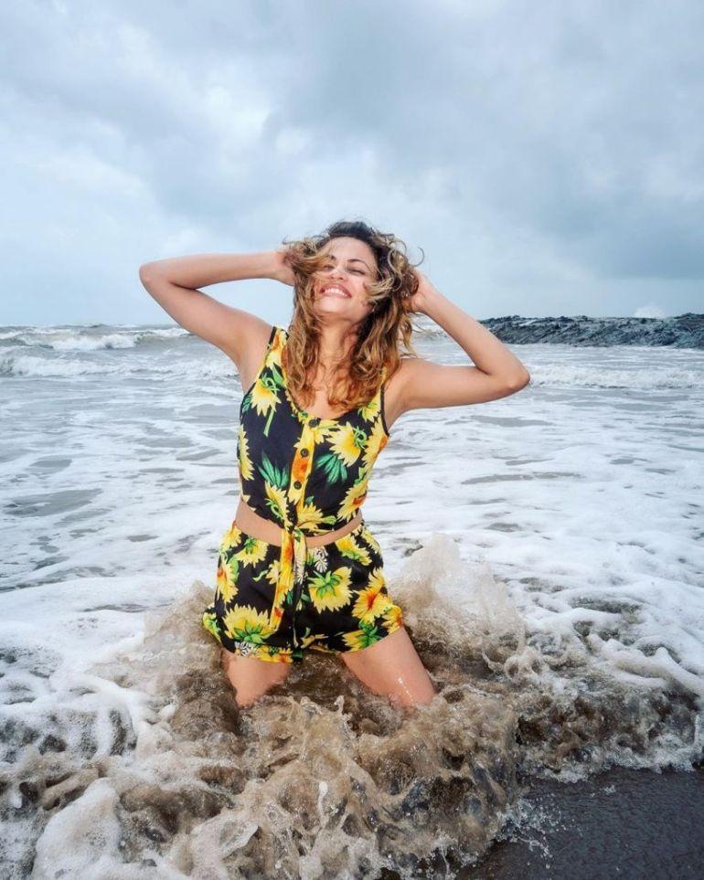 43+ Gorgeous Photos of Sneha Ullal 17