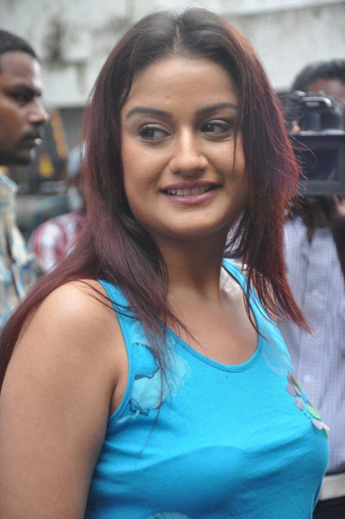 27+ Beautiful Photos of Sonia Agarwal 11