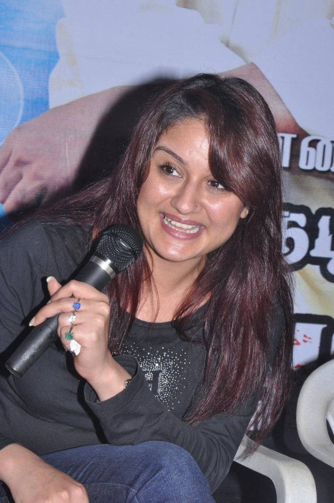 27+ Beautiful Photos of Sonia Agarwal 19