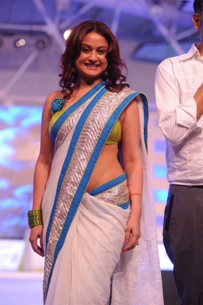 27+ Beautiful Photos of Sonia Agarwal 7