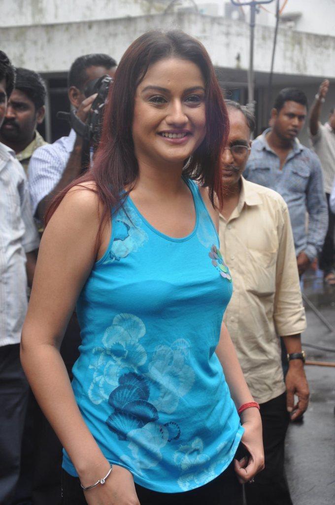 27+ Beautiful Photos of Sonia Agarwal 10