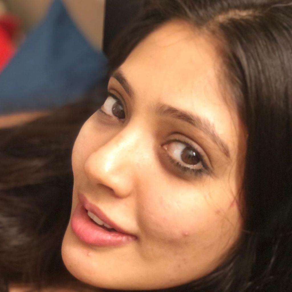 76+ Gorgeous Photos of Veena Nandakumar 23
