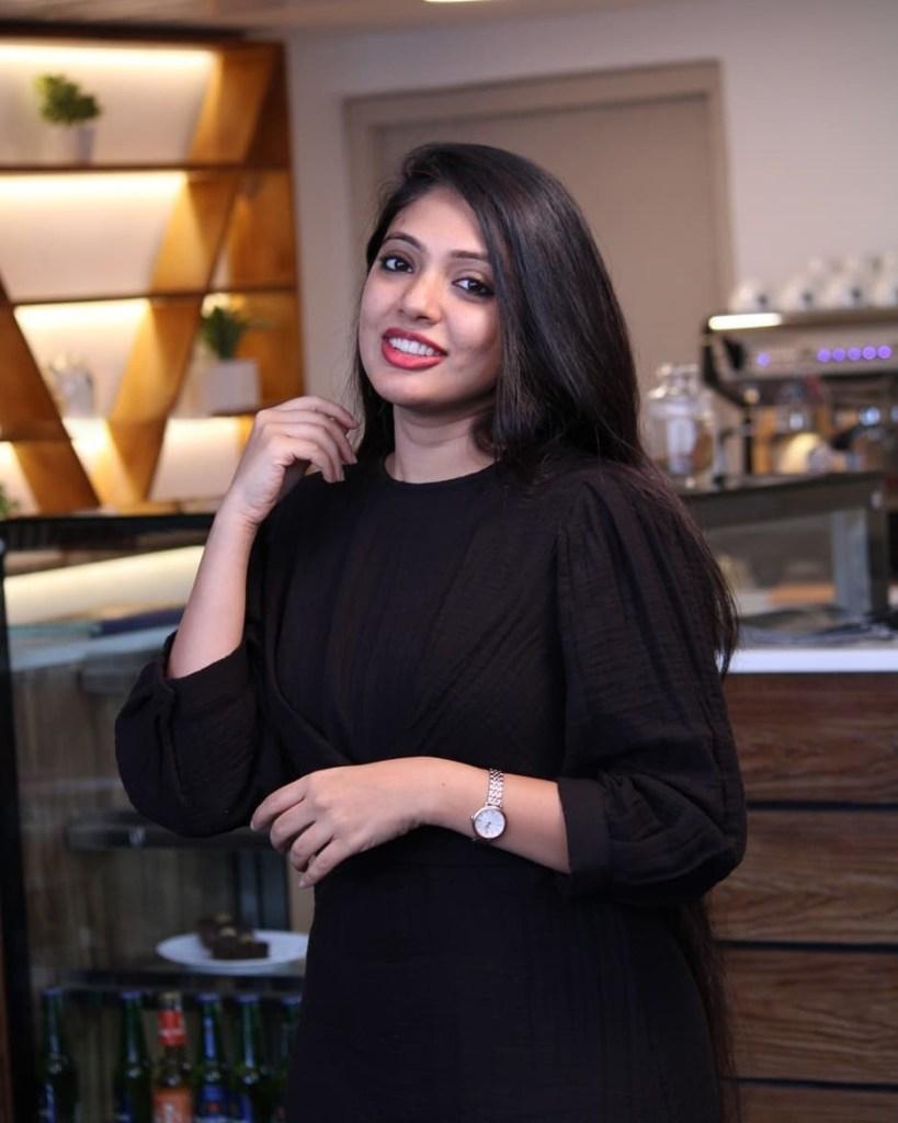 76+ Gorgeous Photos of Veena Nandakumar 27