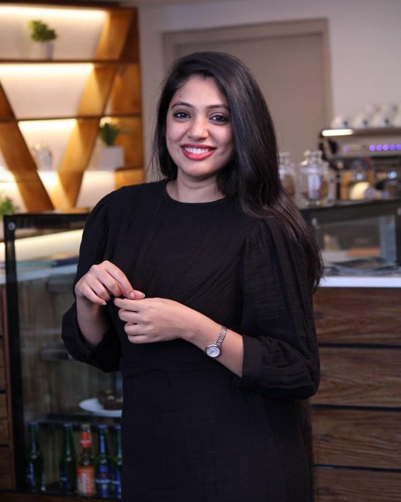 76+ Gorgeous Photos of Veena Nandakumar 34