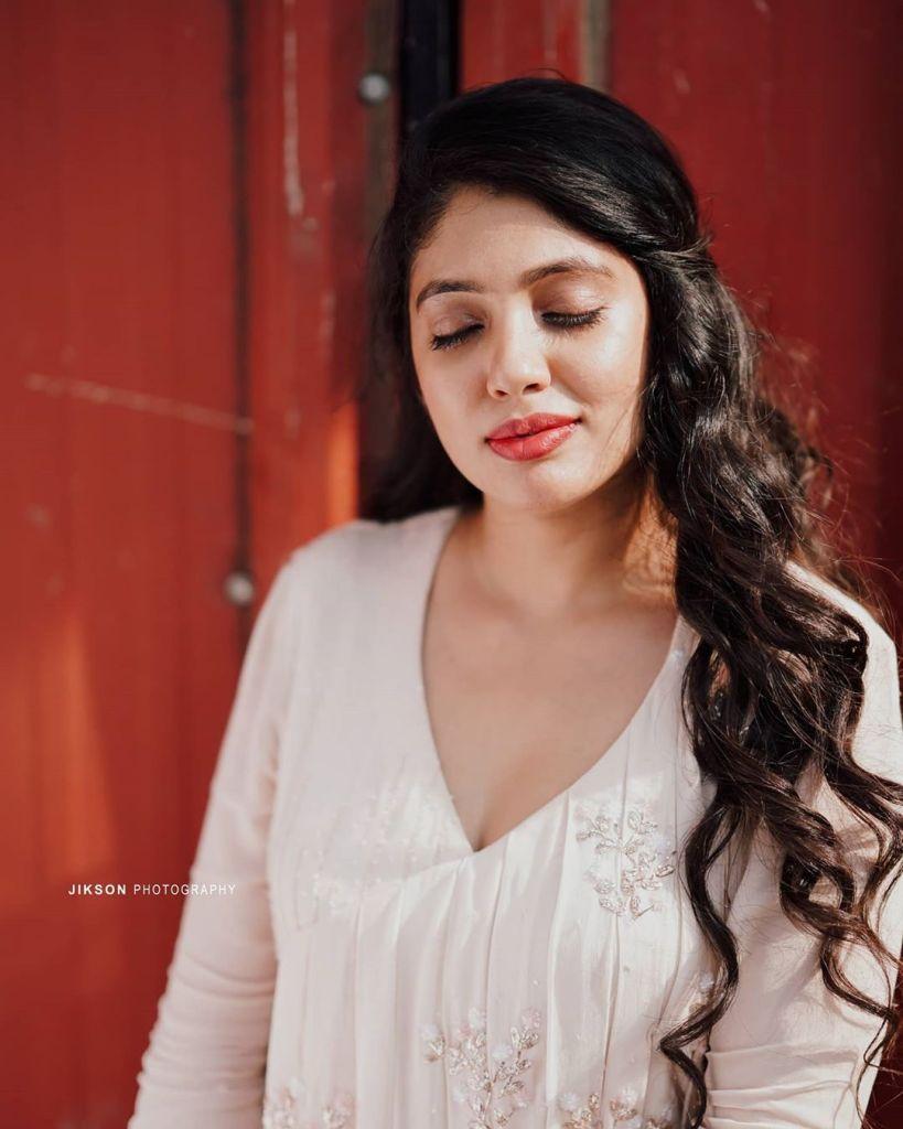 76+ Gorgeous Photos of Veena Nandakumar 69