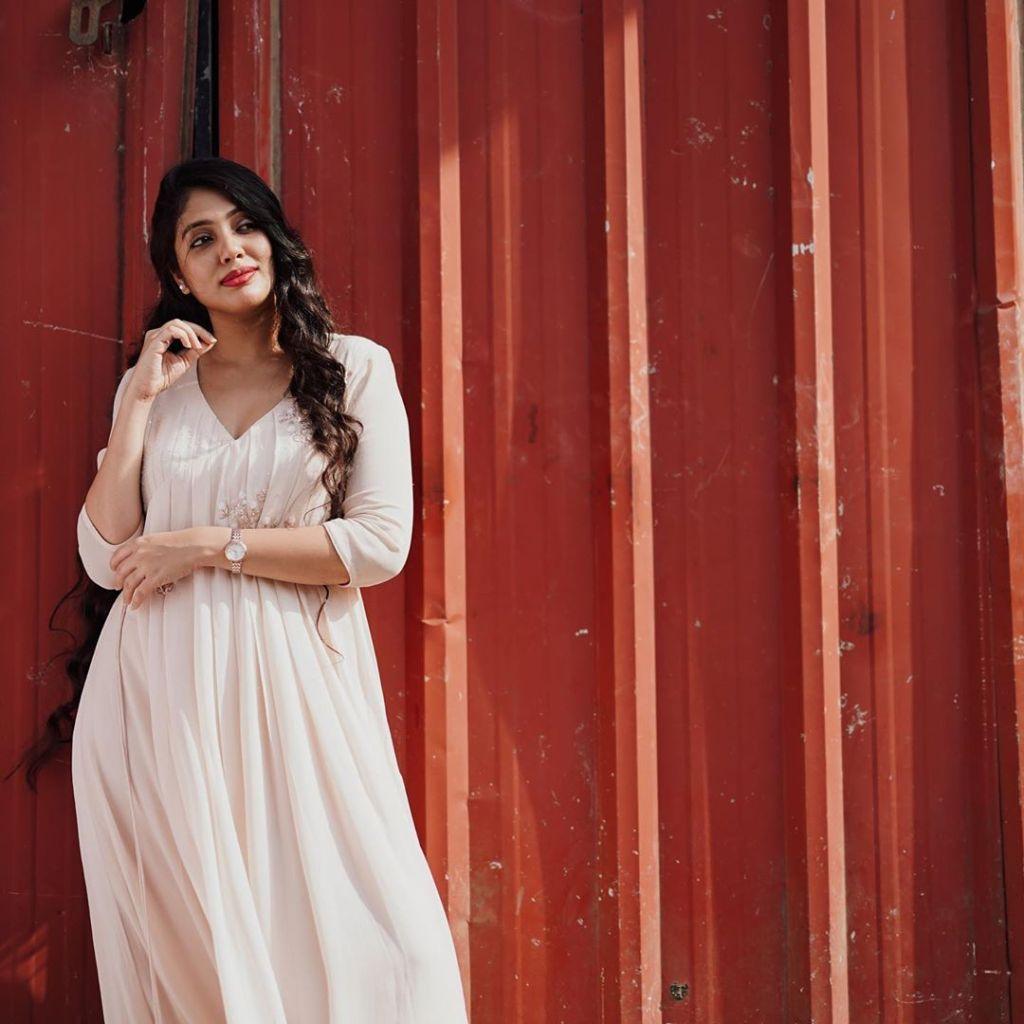 76+ Gorgeous Photos of Veena Nandakumar 74