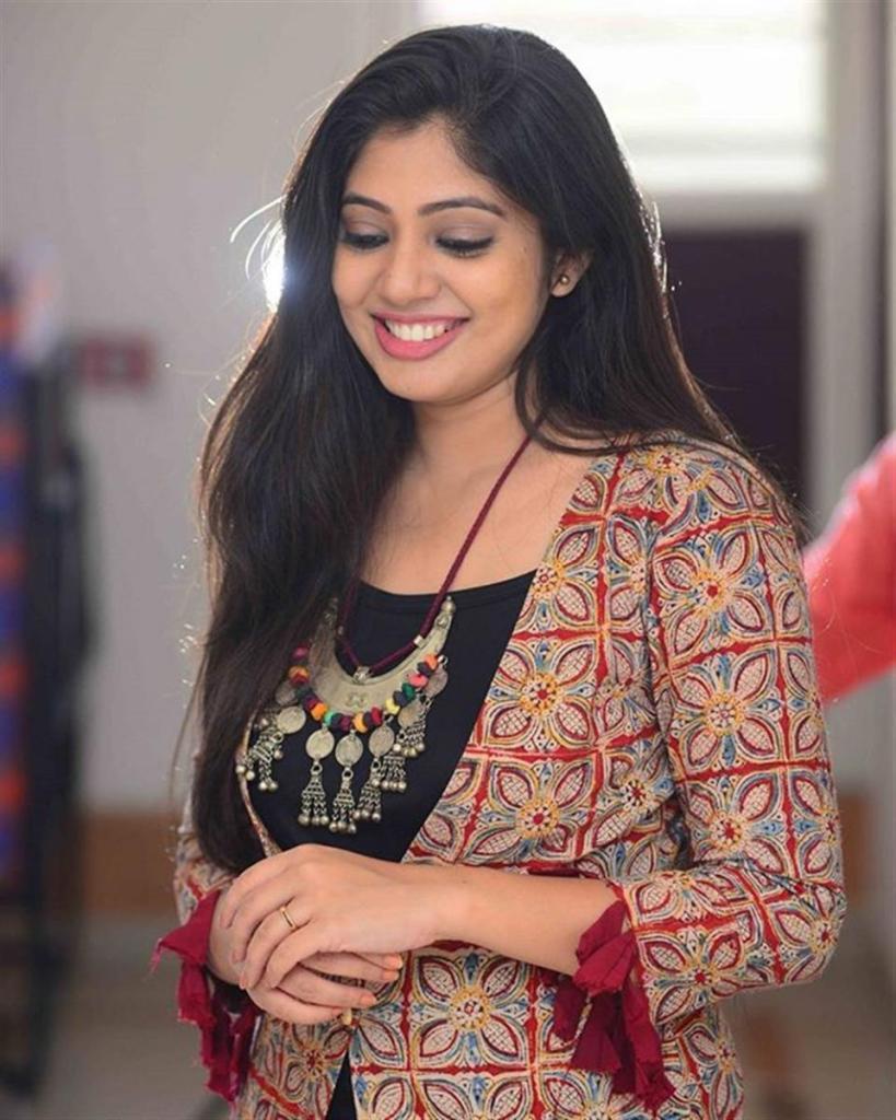 76+ Gorgeous Photos of Veena Nandakumar 75