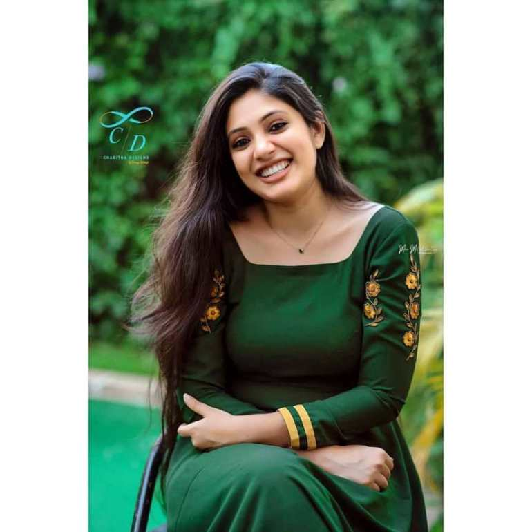 Veena Nandakumar Wiki, Biography and 76+ Gorgeous Photos 57