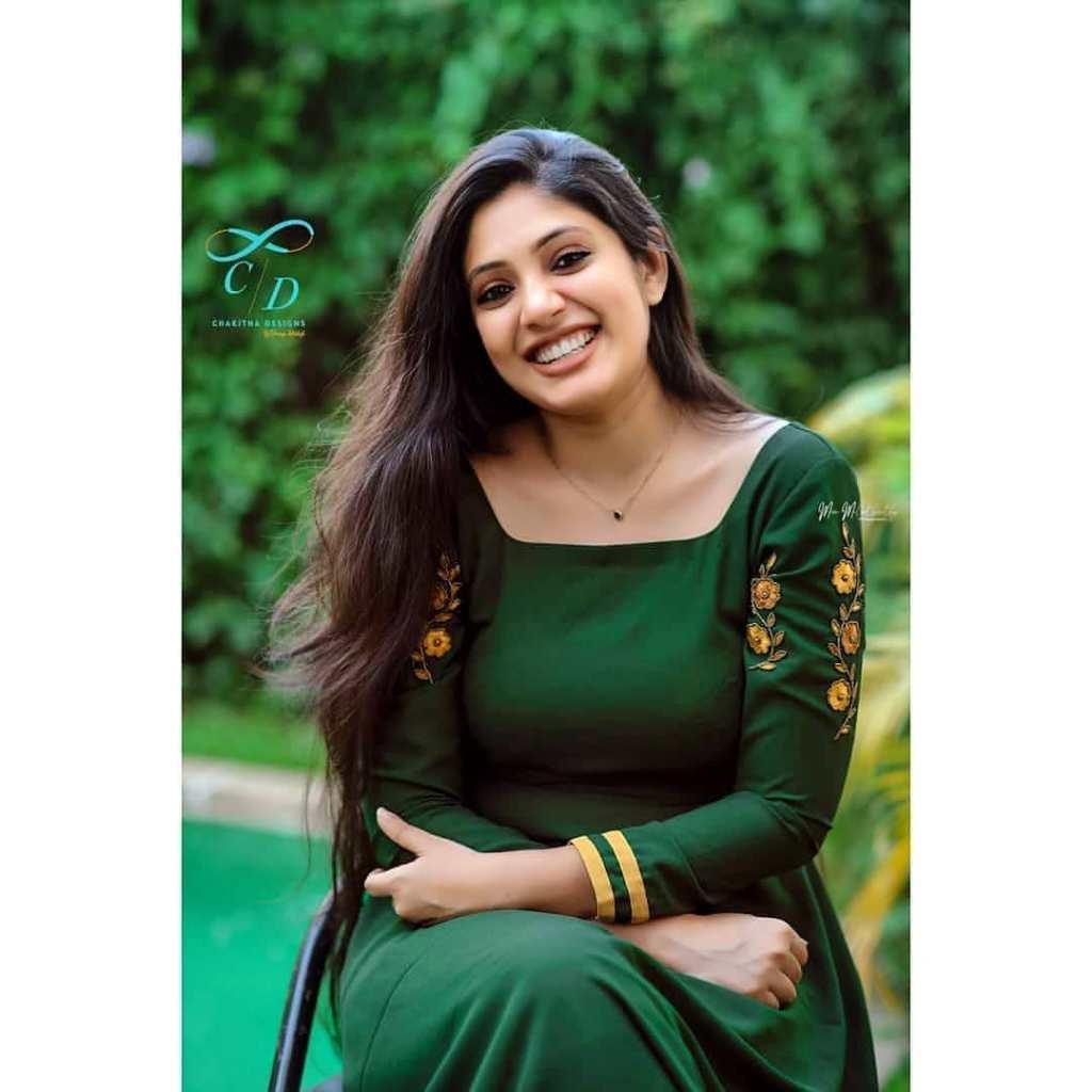 76+ Gorgeous Photos of Veena Nandakumar 13