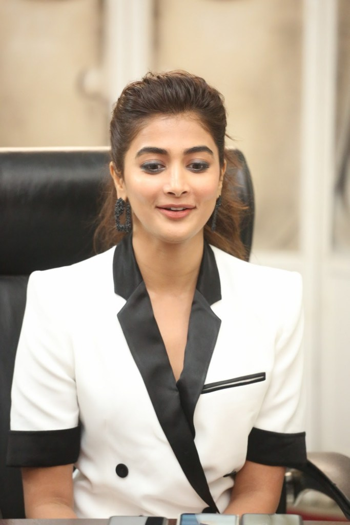 129+ Gorgeous Photos of Pooja Hegde 126