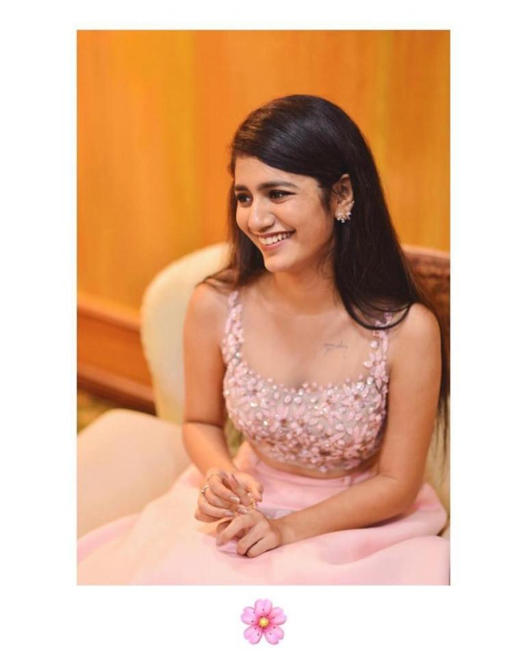 108+ Cute Photos of Priya Prakash Varrier 119