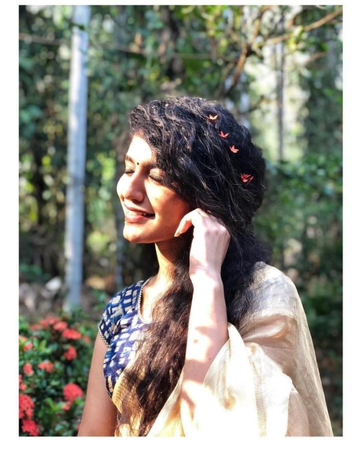 108+ Cute Photos of Priya Prakash Varrier 40