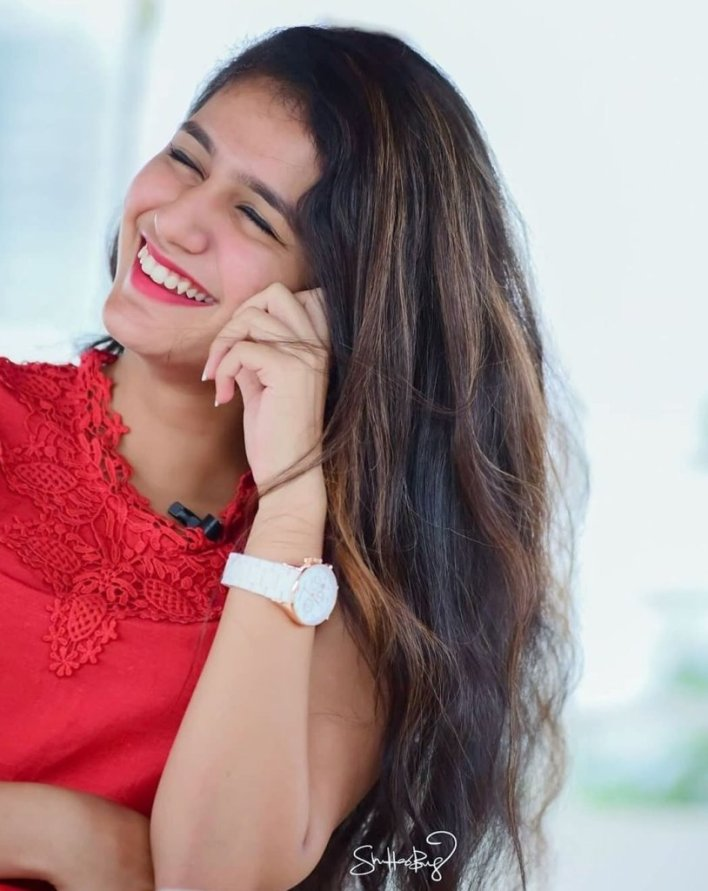 108+ Cute Photos of Priya Prakash Varrier 70