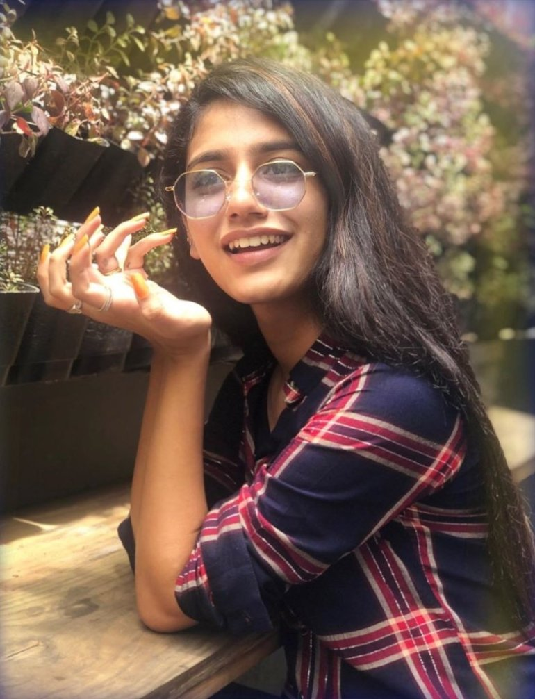 108+ Cute Photos of Priya Prakash Varrier 80