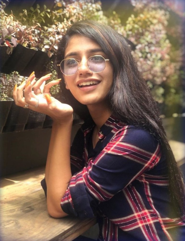108+ Cute Photos of Priya Prakash Varrier 164