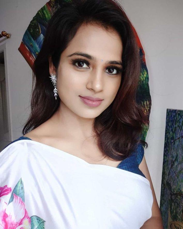 59+ Gorgeous Photos of Ramya Pandiyan 23