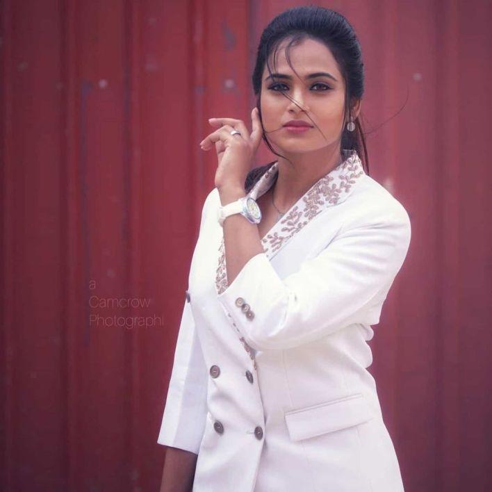59+ Gorgeous Photos of Ramya Pandiyan 25