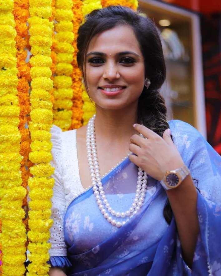 59+ Gorgeous Photos of Ramya Pandiyan 15