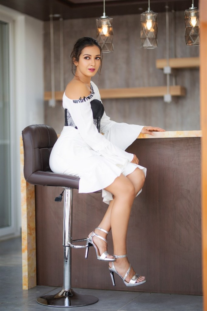 45+ Glamorous Photos of Catherine Tresa 3