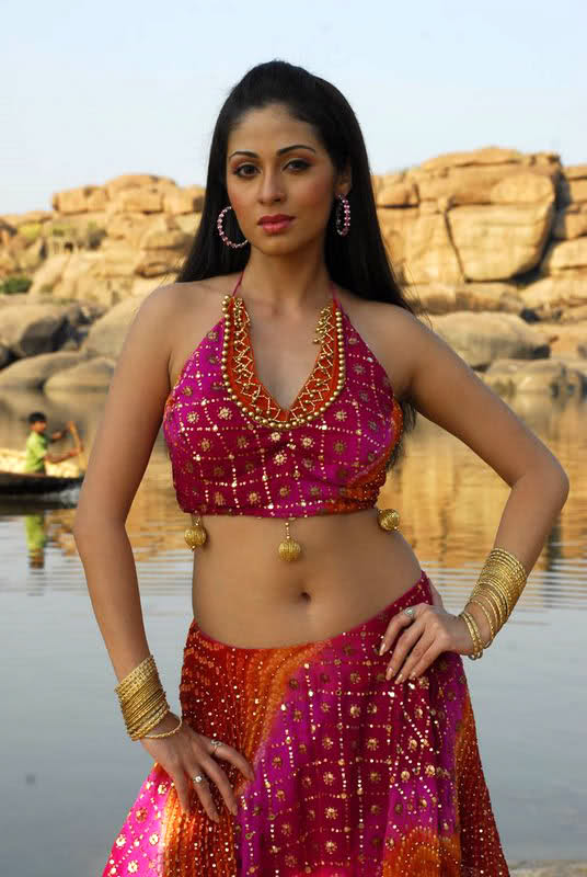 44+ Lovely Photos of Sadha 21