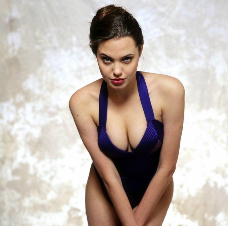 35+ Glamorous Photos of Angelina Jolie 14