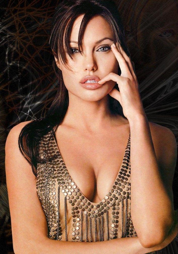 35+ Glamorous Photos of Angelina Jolie 113