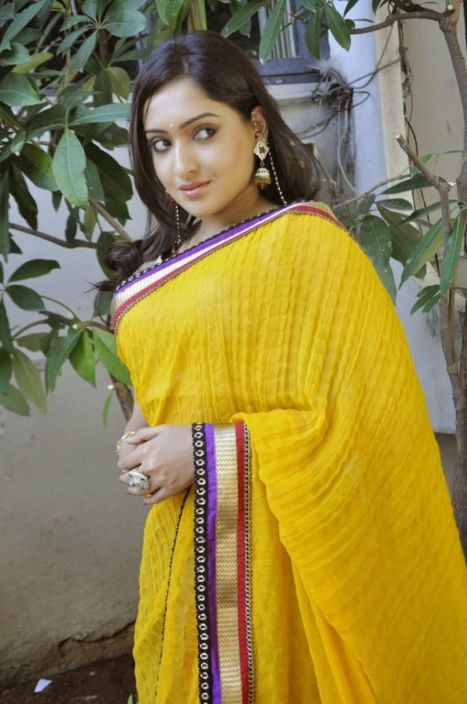 21+ Lovely Photos of Anjana Deshpande 11