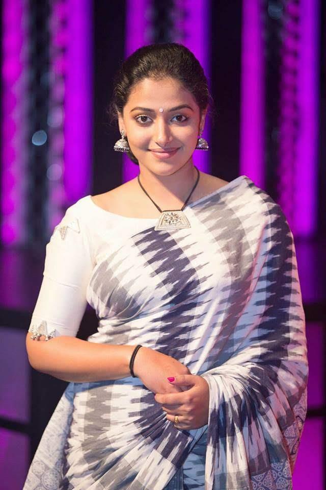 49+ Lovely Photos of Anu Sithara 128