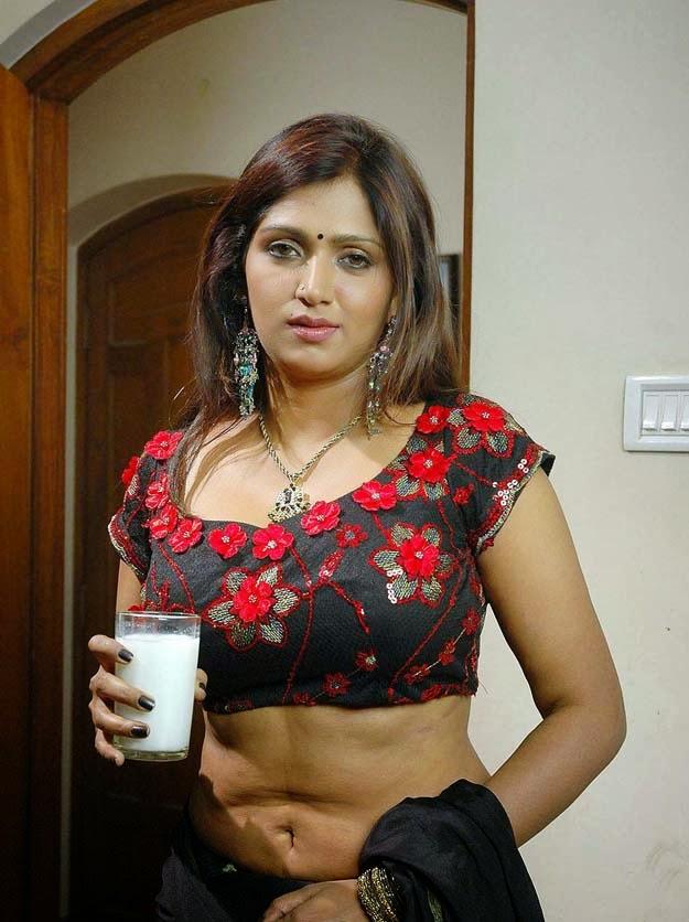 39+ Glamorous Photos of Bhuvaneshwari 23