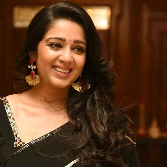 27+ Beautiful Photos of Charmy Kaur 11