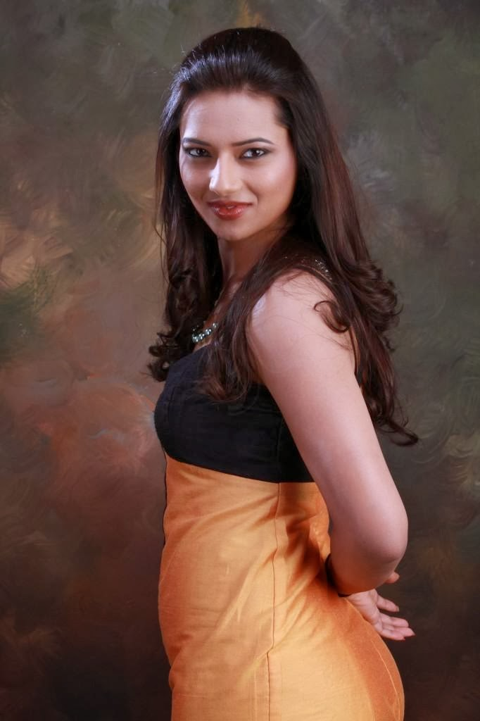 34+ Stunning Photos of Isha Chawla 114