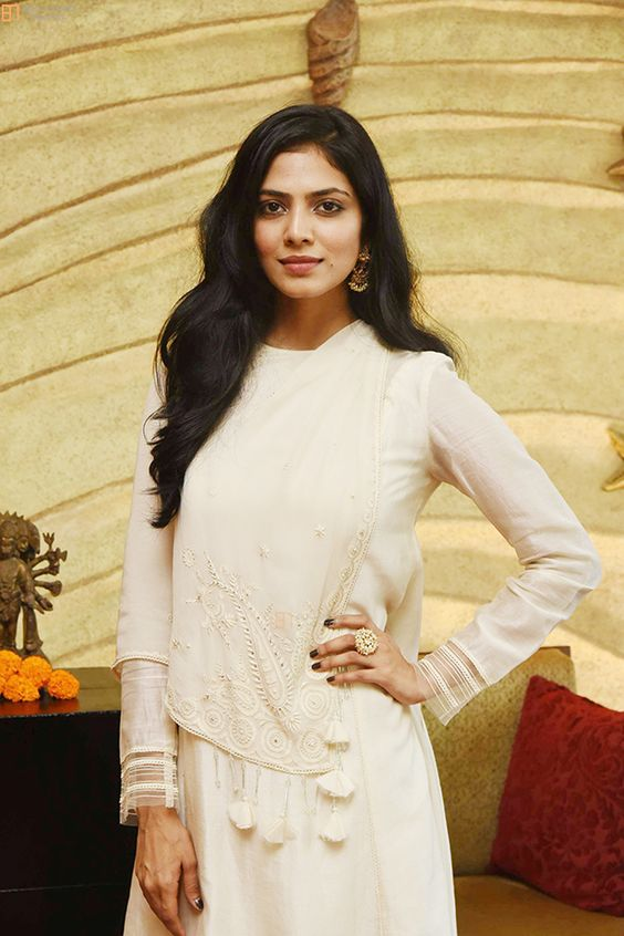 117+ Stunning Photos of Malavika Mohanan 159