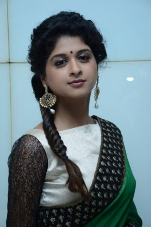 19+ beautiful Photos of Mrudhula Bhaskar 16