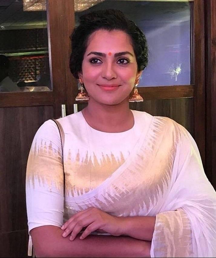 42+ Stunning Photos of Parvathy Thiruvothu 12