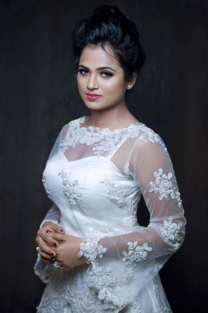 59+ Gorgeous Photos of Ramya Pandiyan 9