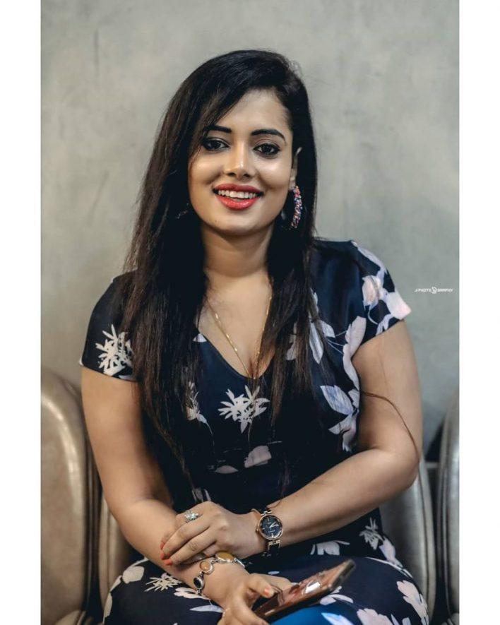46+ Gorgeous Photos of Remya panicker 31