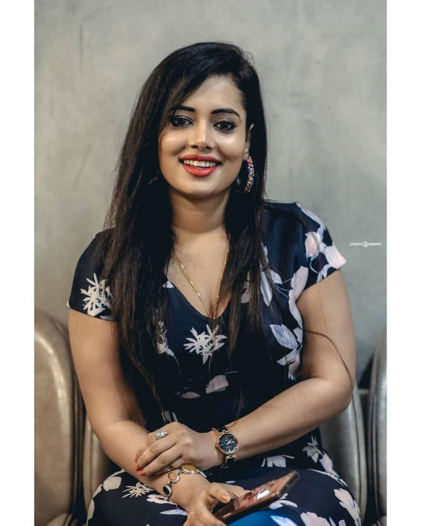 46+ Gorgeous Photos of Remya panicker 32