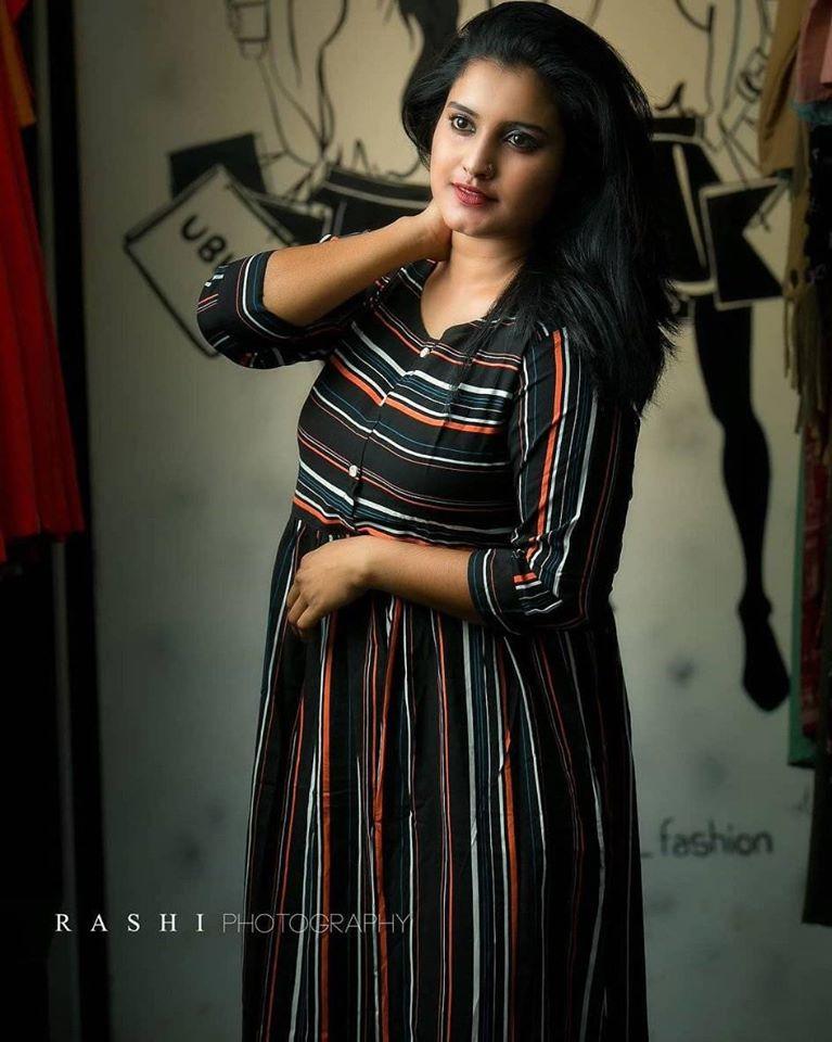 73+ Gorgeous Photos of Roshna Ann Roy 33