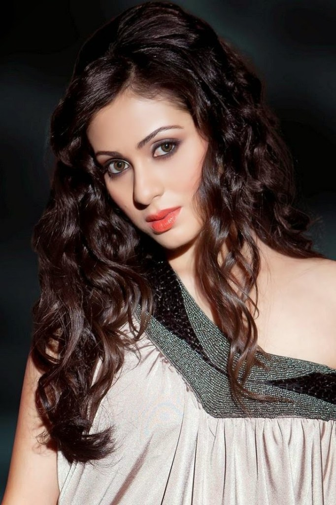 44+ Lovely Photos of Sadha 32