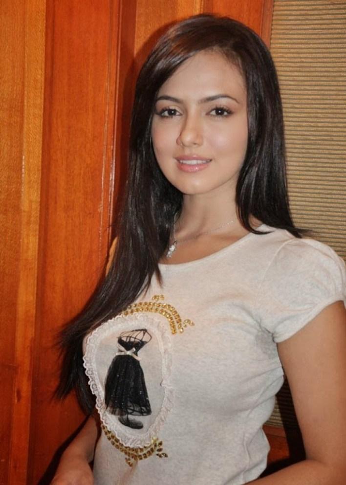 43+ Lovely Photos of Sana Khan 24
