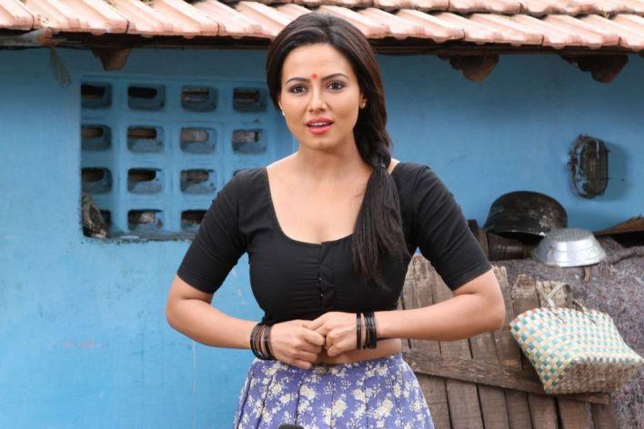 43+ Lovely Photos of Sana Khan 44