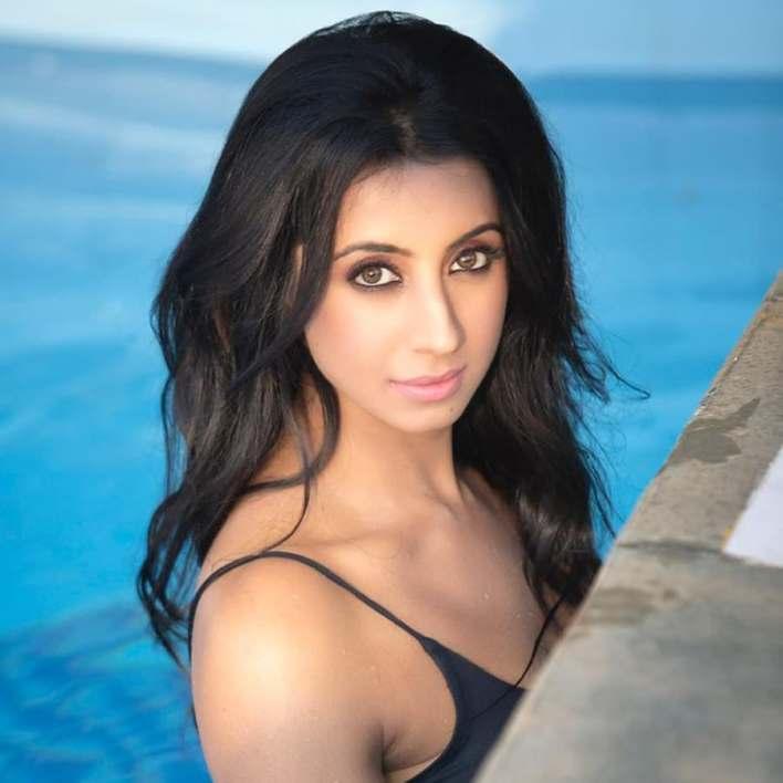 36+ Stunning Photos of Sanjana Galrani 30