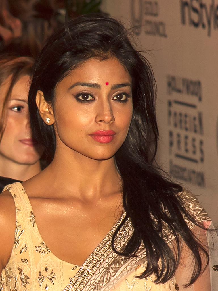 69+ Gorgeous Photos of Shriya Saran 22