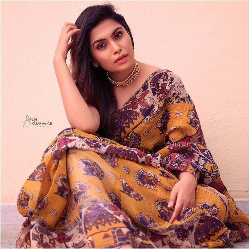 28+ Gorgeous Photos of Sruthi Ramakrishnan 9