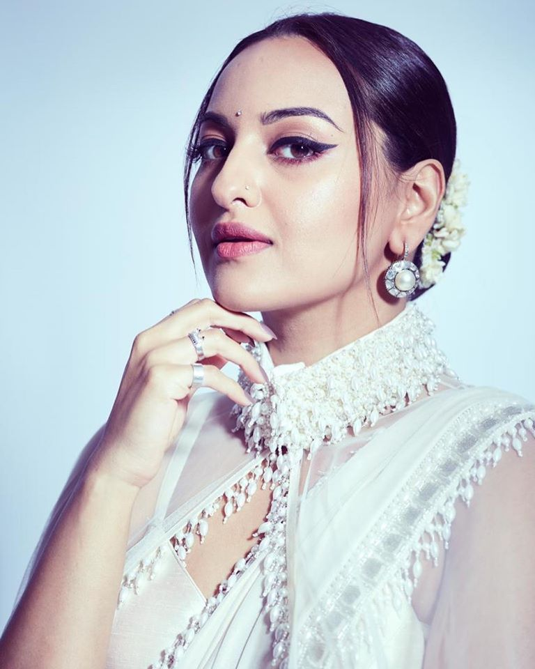 57+ Gorgeous Photos of Sonakshi Sinha 103