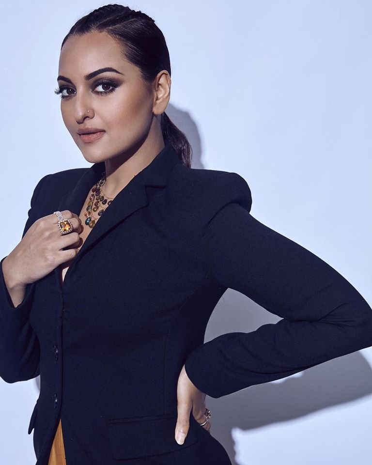 57+ Gorgeous Photos of Sonakshi Sinha 95