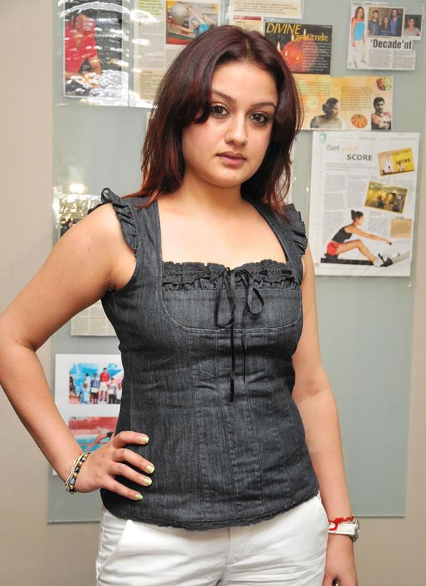 27+ Beautiful Photos of Sonia Agarwal 23
